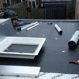 dak bedekken met een kunststof dakbedekking